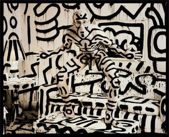 Keith Haring paints hi...